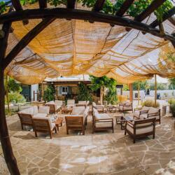 Mouseio Cafe Bar Resto In Derynia